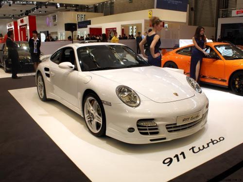 不属于保时捷911的后置发动机汽车