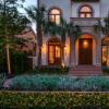 这栋位于贝弗利大道(Beverly Drive)售价为699万美元的房屋