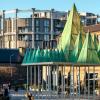萨姆·雅各布工作室在伦敦的国王十字设计带有模块化树状金字塔的圣诞树