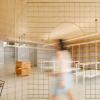 葡萄牙的这家商店中将内部空间与金色丝网划分为多种用途