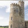 在经过修复的城堡内拥有自己的直升机停机坪